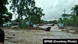 Situasi banjir bandang di kecamatan Songgon, kabupaten Banyuwangi, Jawa Timur (foto: BNPB)
