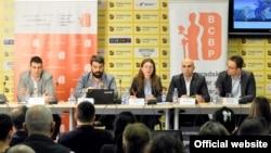 Učesnici konferencije o predloženim izemanama zakona u sektoru bezbednosti (Foto: Medijacentar Beograd)