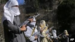 د اوږدې جگړې ژورنال (لانگ وار ژورنال) رپوټ وایي په ٢٠١۴ کې د طالبانو لږ تر لږه ٣۴ نوماند والیان او ولسوالان د جگړې په ډگر کې لهمینځه تللي دي.