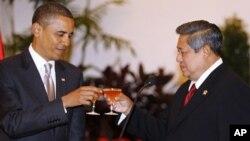 Presiden Susilo Bambang Yudhoyono (kanan) saat menerima kunjungan Presiden Barack Obama Istana Negara, Jakarta (foto: dok). Kedutaan Besar Amerika di Jakarta diduga memasang peralatan penyadap yang telah digunakan untuk memonitor Presiden SBY dan pejabat-pejabat Indonesia lainnya.