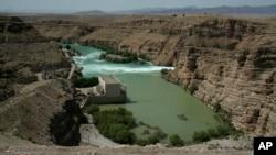 آب دریای هلمند در نهایت در خاک ایران سرازیر می شود