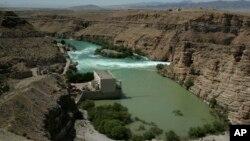 حدود ۳۵ درصد آب افغانستان بدون استفاده به کشورهای همسایه سرازیر می شود.