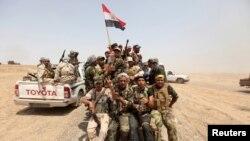 Lực lượng dân quân Shia tham gia cuộc phản công chiếm lại tỉnh Anbar từ tay Nhà nước Hồi giáo, ngày 26/5/2015.