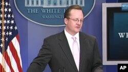 White House Spokesman Robert Gibbs (file)