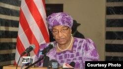 La présidente Ellen Johnson Sirleaf, s'addressant à la nation