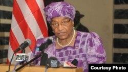 Presiden Ellen Johnson Sirleaf mengumumkan status darurat ebola di Liberia (6/8).