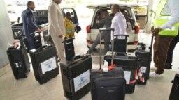 La Commission électorale nationale indépendante a reçu le premier lot de machines à voter, Kinshasa, RDC, 9 janvier 2018. (Twitter/CENI)