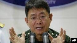 Kepala staf angkatan bersenjata Filipina, Jendral Eduardo Ano memberikan keterangan kepada media tentang tewasnya komandan kelompok Abu Sayyaf, di Manila, Rabu (12/4).