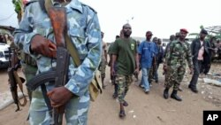 Le Commandant Bauer, chef d'un groupe pro-Ouattara, dans le quartier Abobo, le 26 mars 2011.
