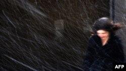Londonda güclü qar insanların fəaliyyətinə mane olur 17 dekabr 2010 REUTERS/Stefan Wermuth