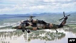 Thủ tướng Australia Julia Gillard đi thị sát khu vực lụt trong bang Queensland