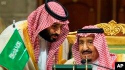 Los cambios en el gabinete saudí llegan en medio de las intensas críticas que ha recibido el reino por la muerte del periodista Jamal Khashoggi en el interior del consulado saudí en Estambul el pasado 2 de octubre.