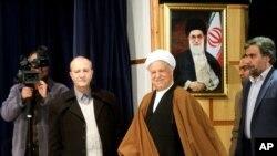 L'ancien President Akbar Hashemi Rafsanjani, au centre, Feb. 26, Tehran, Iran, Dec. 21, 2015.