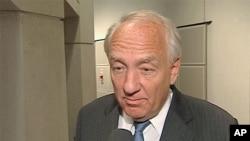 Stephen Rapp, Ambasaderi wa Amerika ajejwe gukwirikirana ivyaha vyo mu ngwano n'ivyaha bityoza agateka ka muntu