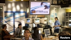 Opposition TV station Globovision's employees work at the main studio of the TV station in Caracas, Venezuela. (file photo)