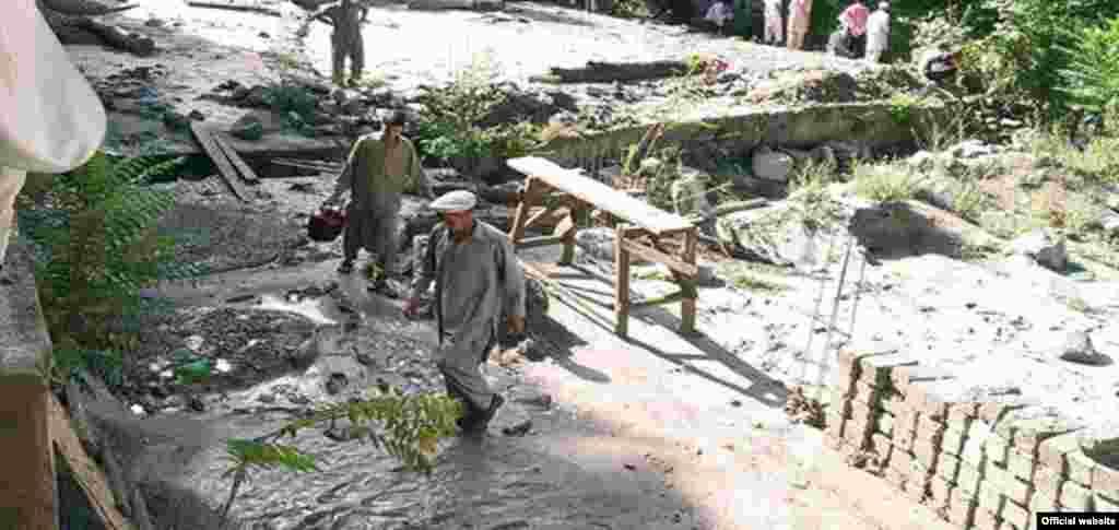 صوبہ خیبر پختونخواہ میں آفات سے نمٹنے کے ادارے 'پی ڈی ایم اے' کے مطابق سب سے زیادہ متاثرہ علاقوں میں دو لاکھ 85 ہزار افراد مقیم ہیں۔