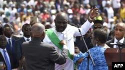 Le président-élu Geroge Weah prête serment lors de la cérémonie d'investiture, à Monrovia, le 22 janvier 2018.