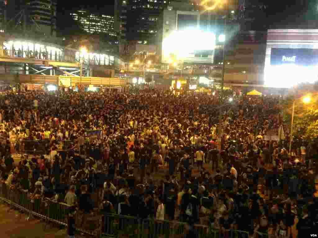 Manifestantes toman las calles principales de Hong Kong en apoyo a la democracia.