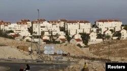 Cisjordania quedaría partida en dos si avanzan los asentamientos autorizados por Israel.