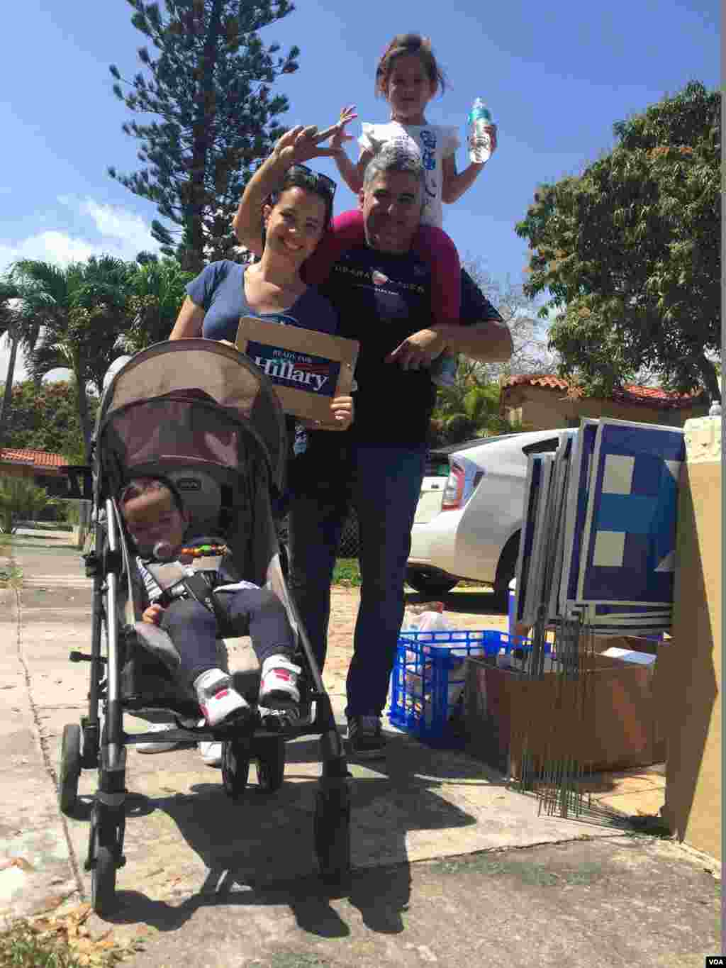 This Florida family is set to vote for presidential candidate Hillary Clinton in Tuesday's primary. (C. Mendoza/VOA)