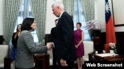 台灣總統蔡英文2017年6月7日會見美國智庫專家(台灣總統府網絡照片)
