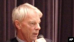 2001年诺贝尔经济学奖得主麦克·史彭斯在港大发表演讲