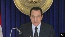 穆巴拉克宣佈解散內閣。