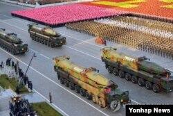 Phi đạn xuyên lục địa KN-08 của Bắc Triều Tiên trong cuộc duyệt binh.