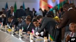Des représentants des pays africains lors d'un sommet entre l'Inde et 54 pays africains, à New Delhi, en Inde, 26 octobre 2015. (AP Photo / Saurabh Das)