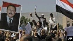 예맨의 수도 사나에서 알리 압둘라 살레 대통령의 퇴진을 촉구하는 반 정부 시위대