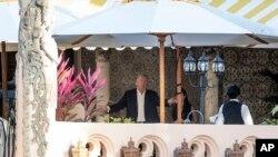 El presidente electo Donald Trump en su residencia de Mar-a-lago, Florida, donde ha pasado desde el fin de semana sosteniendo reuniones.