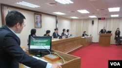 台湾立法院外交及国防委员会2018年11月12号质询的情形