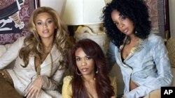 여성 3인조 그룹 데스티니즈 차일드, 비욘세 노울즈 (Beyonce Knowles, 왼쪽), 미셸 윌리암스 (Michelle Williams, 가운데), 켈리 로울랜드 (Kelly Rowland)