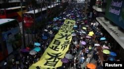 حکومت مخالف احتجاج میں پابندی کے باوجود مظاہرین نے ماسک پہنے ہوئے تھے