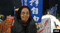 「保衛香港自由聯盟」發起人何芝君認為「倒梁」運動的反應不算冷淡