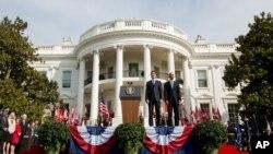 加拿大总理特鲁多和美国总统奥巴马在白宫欢迎仪式上(2016年3月10日)