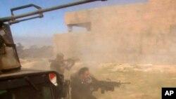 Tikrit içinde ilerlemeye çalışan Irak kuvvetleri