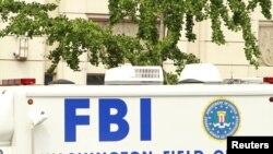 El FBI se negó a comentar sobre lo que el paquete puede haber contenido, diciendo que la investigación seguía en curso.