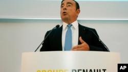 ທ່ານ Carlos Ghosn ປະທານບໍລິສັດ Renaul ກ່າວ ໃນກອງປະຊຸມຖະແຫຼງຂ່າວ ໃນເຂດທຸລະກິດ La Defense , ຂ້າງນອກປາຣີ, ຝຣັ່ງ, 6 ຕຸລາ 2017.
