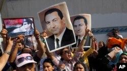 بل خوا د مصر پخواني صدر حسني مبارک هم د اتوار په ورځ یو عدالت کې حاضر شوی دی. په هغه کال ٢٠١١ کې د هغه خلاف احتجاج کونکو باندې تشدد او وژنو په سر مقدمه بیا سره چلول کیږي