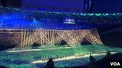 在里约奥运会开幕式上的灯光表演(2016年8月5日)