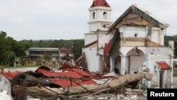 Nhiều công trình lịch sử của Bohol cũng bị thiệt hại nặng nề, trong đó có những nhà thờ được xây dựng cách đây nhiều thế kỷ.