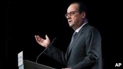 프랑수아 올랑드 프랑스 대통령이 15일 파리의 아랍세계연구소(AWI) 초청 강연에서 연설하고 있다.