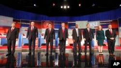 미국 위스콘신주 밀워키에서 공화당 대통령 선거 후보들의 4차 토론회가 열렸다. 토론회는 TV를 통해 전국에 생중계됐다.