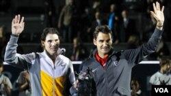 Petenis Rafael Nadal (kiri) dan Roger Federer berada dalam group yang sama dalam Final ATP World Tour di Inggris.