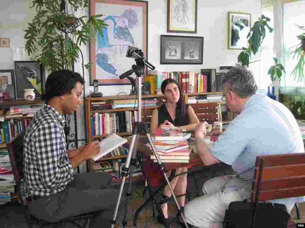 Yoani Sánchez explica lo difícil que es ser un disidente cubano.