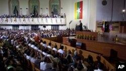 Выступление Барака Обамы в университете Рангуна.