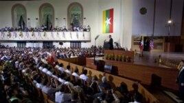Tổng thống Obama đọc diễn văn tại Ðại học Rangoon, ngày 19/11/2012.