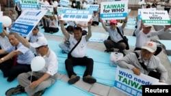 台湾民众在台北抗议世卫大会将台湾排除在外。(2017年5月21日)