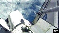 Endeavour cặp Trạm Không gian Quốc tế